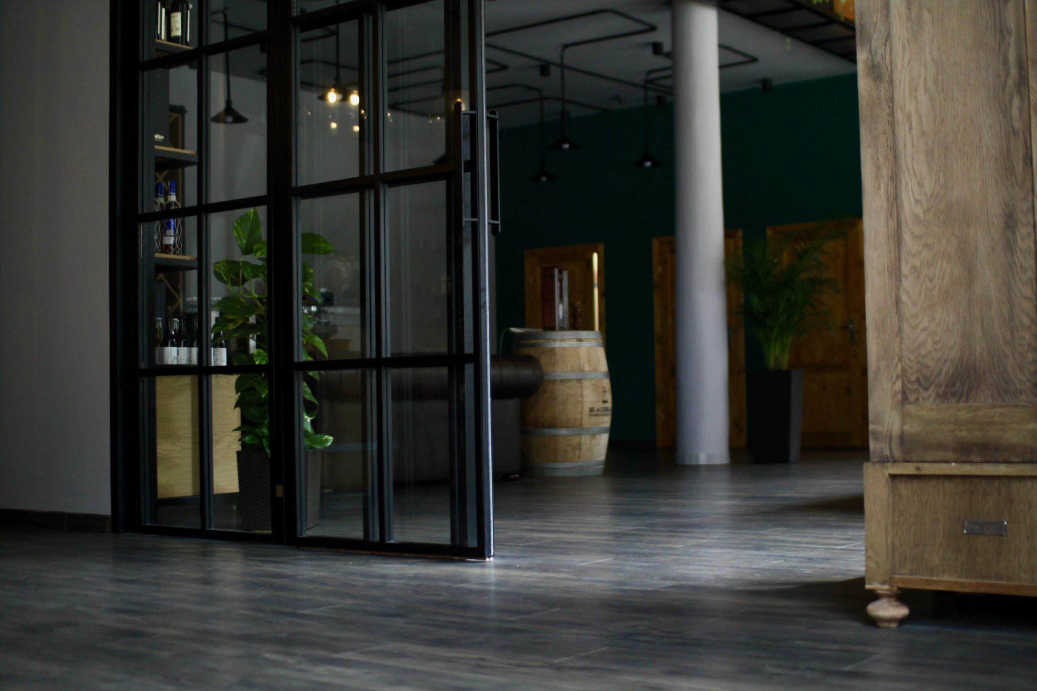 drzwi loftowe ściana loftowa drzwi industrialne ściana szklana drzwi przesuwne