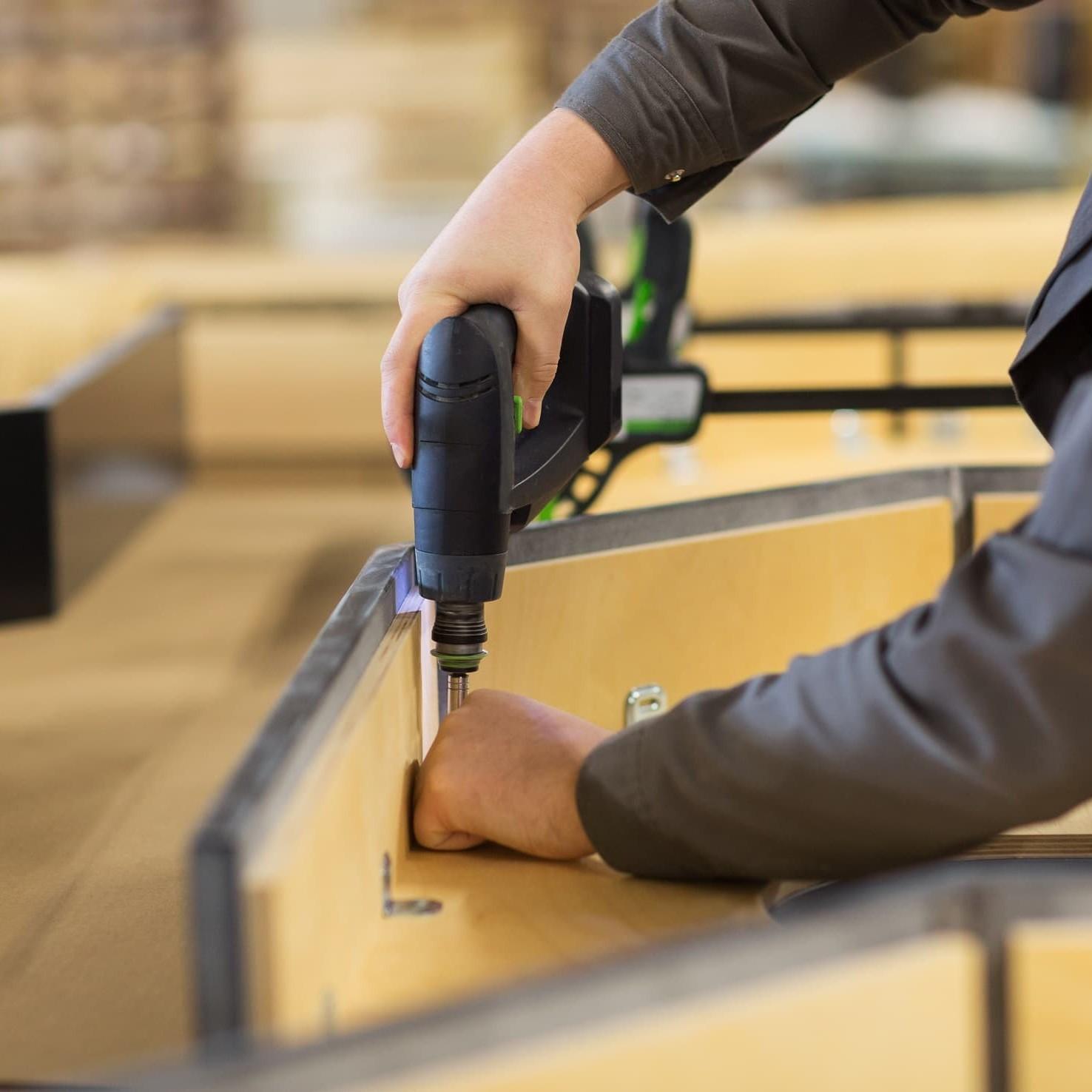 Montaż mebli sklepowych